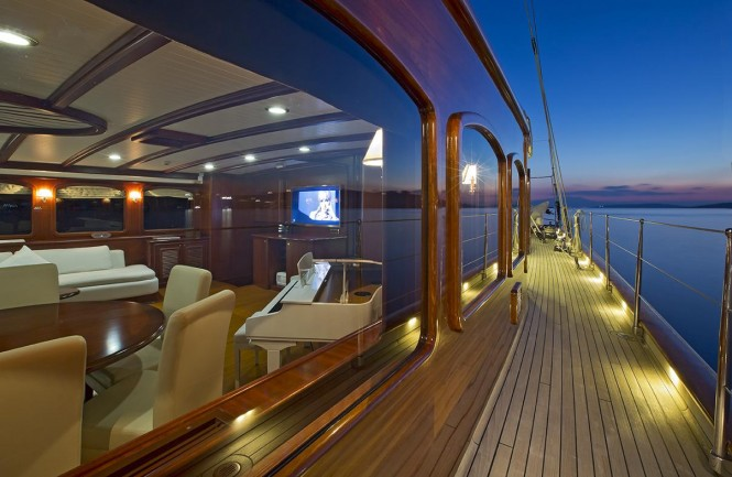 Yacht REGINA - Companion Way Aft